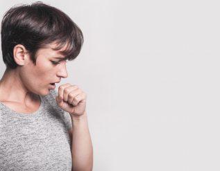 kaszel-palacza-syropy-leki-tabletki-domowe-sposoby