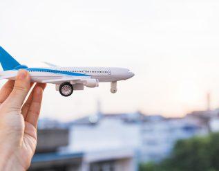 sennik-latanie-lot-samolotem-i-lotnisko-co-oznaczaja-sny