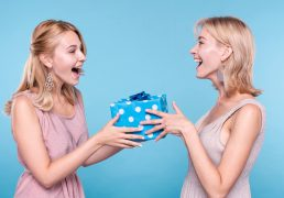 surprisecandle-swieca-zapachowa-z-prezentem-dla-bliskiej-osoby
