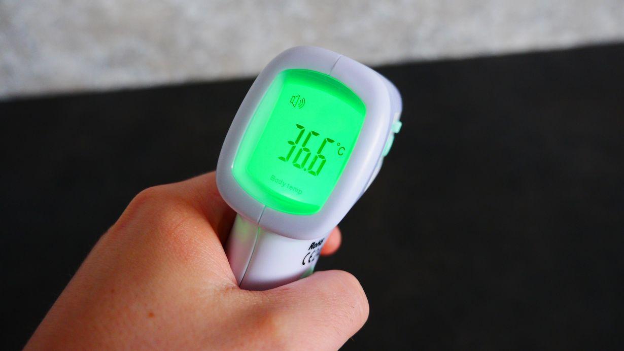 truelife-care-q8-czy-warto-kupic-ten-termometr-nasza-recenzja-i-test