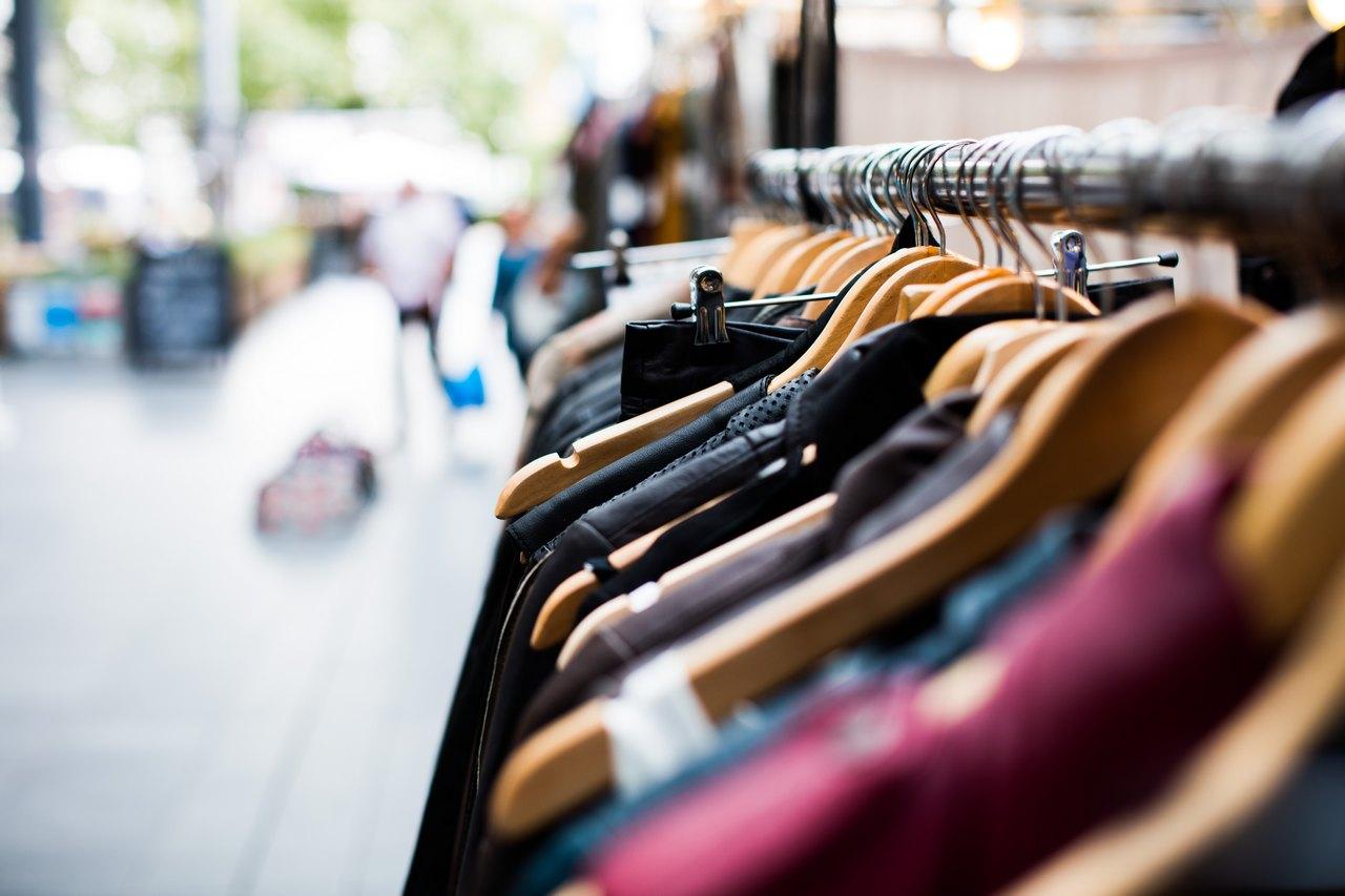 markowe-ubrania-na-wyprzedazy-gdzie-szukac-najlepszych-ofert